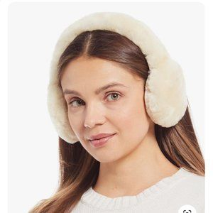 UGG WOMEN'S EXPOSED SHEEPSKIN TECH EARMUFFS O/S